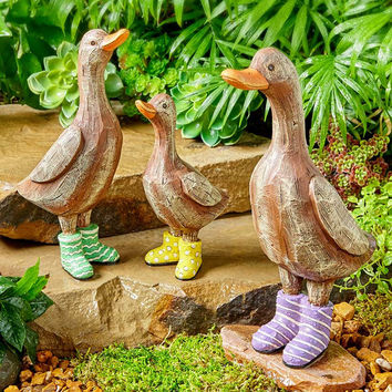 Set of French Ducks in Rain Boots Ceramic Wood Look Traditional Lawn & Yard Decor