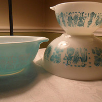 Pyrex Butterprint Bowls - Amish White Aqua Turquoise Nesting Mixing, Set of 3 Vintage 1950s 1960s from Amelie's Farmhouse FTTEAM