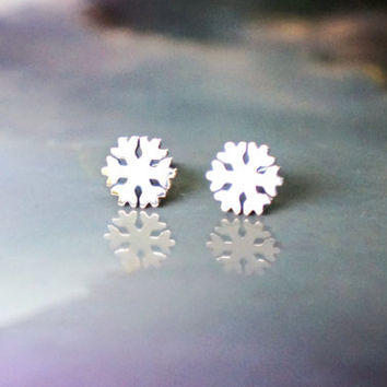 little snow flakes stud earrings - rose gold titanium