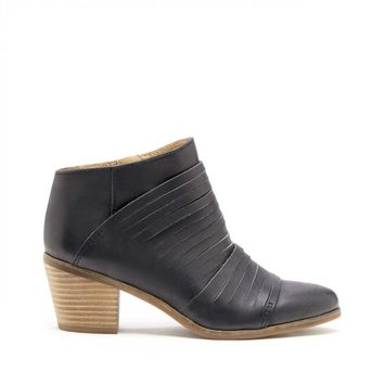 Lucky Brand Zavrina Textured Leather Bootie