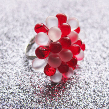 Frosted Candy Berry Ring - Holiday Cocktail Ring, Hostess gift, Xmas gift, Small red statement ring, Winter frosted Berry ring Red and White