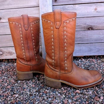 1970s campus boots / Vintage 70s Acme Dingo boots / mens 8 D / womens 9.5 / western cognac brown leather cowboy boots / made in USA