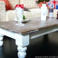 1/6 scale Coffee table for dolls (Blythe, Barbie, Bratz, Momoko, etc.). Shabby chic style.