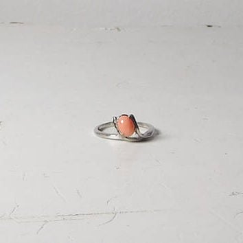 Pink Coral Ring Thin Silver Tone Band Tiny Delicate Raised Pendant Bead Pendant Design Pronged Size 7 1/2 Vintage
