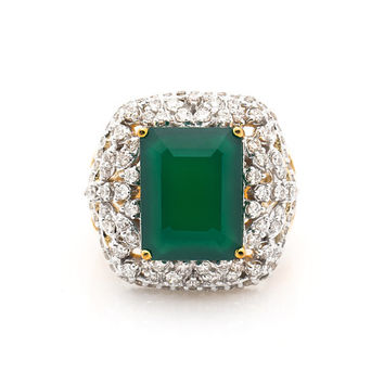 Beautiful Diamond Cocktail and Green Onyx Ring in 18K Yellow Gold and 1.66 Ct diamonds with emerald shape 7 Ct green onyx stone in center