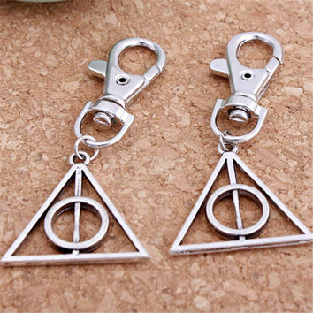 New Arrival Movie Related Jewelry Harry Potter and the Deathly Hallows Triangle Shape Metal Key Chain Keychain for Party Gifts