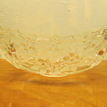 VINTAGE FOSTORIA CRYSTAL FRUIT BOWL WITH BERRY DESIGN