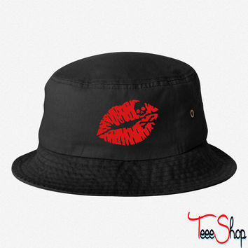 Deadly kiss bucket hat