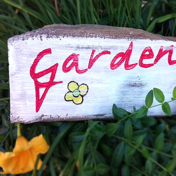 Wood garden sign-Garden decor-Reclaimed wood sign-Outdoor sign-Garden decoration-Rustic garden sign-Yard art-Garden art-FREE SHIPPING