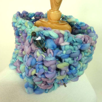 Womens Blue Knit Scarf. Chunky Knit Neckwarmer with Scarf Pin
