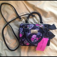 💝BRAND NEW! Betsey Johnson skull mini cross body