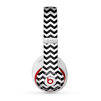 The Black & White Chevron Pattern V2 Skin for the Beats by Dre Studio (2013+ Version) Headphones