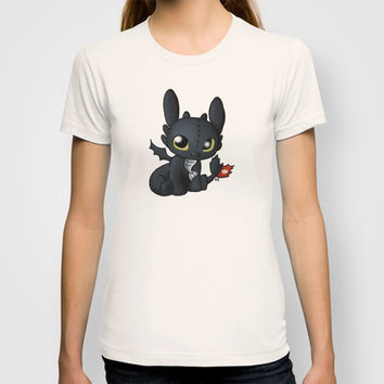 Chibi Toothless T-shirt by Katie Simpson