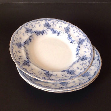 Antique Flow Blue Coupe Soup or Cereal Bowls Burgess and Leigh Middleport Florian Set of 3 Daisy Pattern with Gold Trim