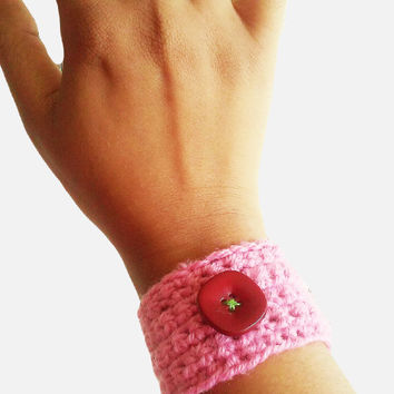 FREE SHIPPING Bracelet and ring Knitted crochet wrist cover in pink