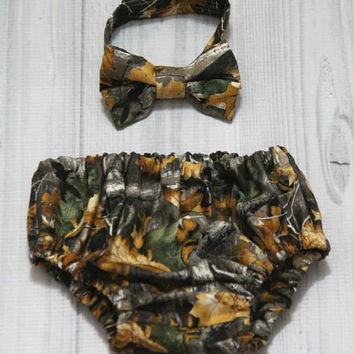 Hunting Camouflage, Camo Diaper Cover and Bow Tie Set. Birthday, Cake Smash, Church, Ring Bearer Baby.