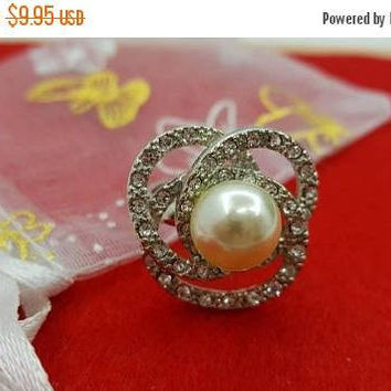 Avon Pearlesque  Ring Mint Never worn Sparkling Cocktail Party  size 5