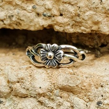 .925 Sterling Silver Celtic Flower Ladies Ring Size 4-10 Midi Thumb
