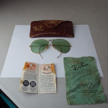 VINTAGE RAY BAN 1940-50'S SUPER RARE HINGED BAUSH & LOMB SUNGLASSES W CLOTH