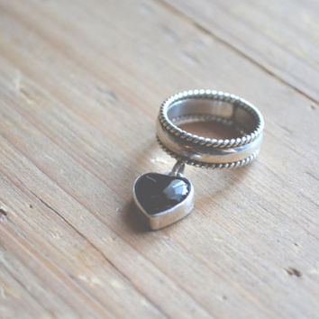 rare sterling silver braided band ring with onyx heart charm // vintage navajo // native american