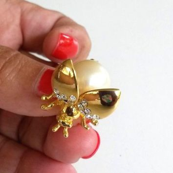 Vintage Fly Bug Insect Faux Pearl Trembler Gold Tone Pin Clear Rhinestone