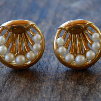 Vintage CROWN TRIFARI Clip On Earrings Faux Pearl Spray Shiny Gold Tone Mad Men Mod Mid Century 1960's // Vintage Designer Costume Jewelry