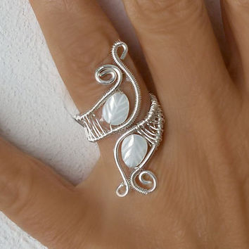 Wire wrapped ring, Wire wrapped jewelry handmade, white mother of pearl leaves, boho jewelry, wire silver plated