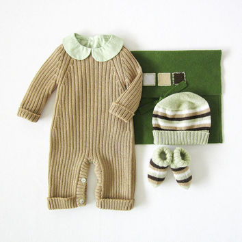 Knitted ribbed jumpsuit, hat and socks, in camel. 100% wool. Newborn.