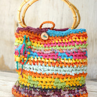 Colorful crocheted purse with bamboo handles --- Joyful summer handbag with wooden beads and a button --- Tagt Rdtt