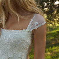 $550.00 Vintage Wedding Dress  by DaughtersOfSimone on Etsy
