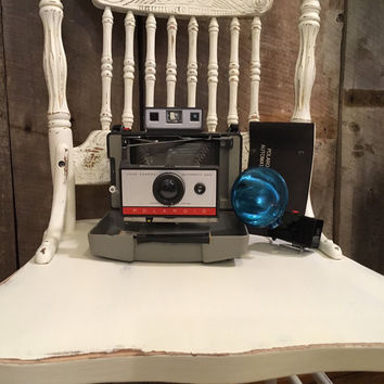 Vintage Polaroid Automatic 220 Land Camera with Flash and Case, Vintage Camera, Camera Display, Photography Prop, Photography Decor