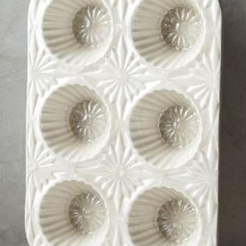 Raised Bloom Muffin Pan by Anthropologie in Off White Size: Muffin Pan Kitchen