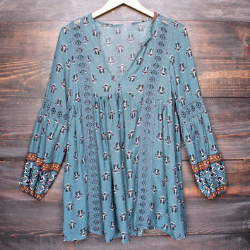 fleetwood lace accent tunic top in sage