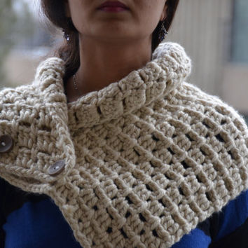 chunky two button crochet scarf cowl