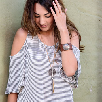 HEAD-TURNER COLD SHOULDER TOP-GRAY STRIPE