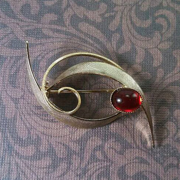 Very delicate gold tone wash garnet red stone cab swirl and leaf pattern etched pin brooch