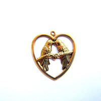10 pieces 22mm x 25mm raw brass lovebirds in a heart stamped metal charm - C55