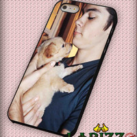 "Dylan O'Brien with dog for iphone 4/4s/5/5s/5c/6/6+, Samsung S3/S4/S5/S6, iPad 2/3/4/Air/Mini, iPod 4/5, Samsung Note 3/4 Case ""007"""