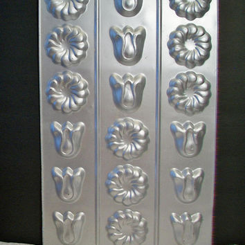 Wilton Tulip Mold Tin Tray Vintage 1984 Floral Cooking Baking Kitchen Home Decor