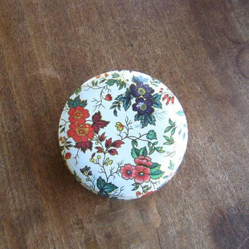 Round White Vintage Daher Tin w/ Pink/Red/Cobalt Flowers; Small Floral Storage Tin; U.S. Shipping Included