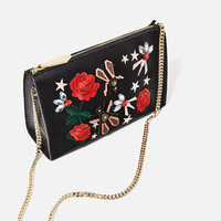 EMBROIDERED CLUTCH DETAILS