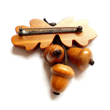 Vintage Carved Wood Acorn Brooch - Wooden Nuts - Leather - 1940s - Oak Tree Leaf - Broach Pin - Woodland
