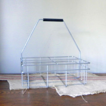 Vintage 4 bottle rack carrier holder- metal wire with plastic handle for a picnic or al fresco dining