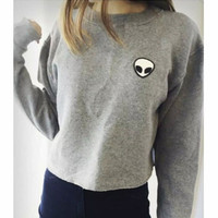 SOLID COLOR EMBROIDERY ROUND NECK SWEATER