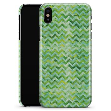 Green Basic Watercolor Chevron Pattern - iPhone X Clipit Case