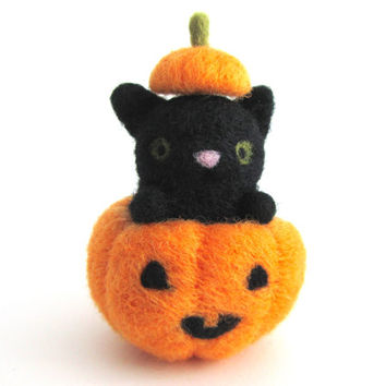 Halloween Cat, Needle Felted Cat, Halloween Decor, Halloween Decoration, Felt Black Cat in Pumpkin, Felt Cat, Cat Miniature, Halloween Gifts