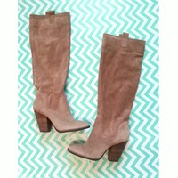 Vince Camuto Taupe Suede sz 9 Boots