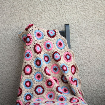 Crochet baby blanket, hexagon blanket in beige, blue, coral pink and red colors, baby shower gift