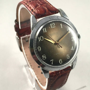 "Vintage Soviet Russian men's ""East"" ( ""VOSTOK"") watch ,18jewels movement , great Vintage watch, new leather band."