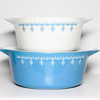 Vintage 70s Blue Snowflake Mixing Bowls Pyrex Set, #474 475, 2 Pieces Nesting | 1.5 & 2.5 Quart Qt, Garland, Space Saver, White, Aqua